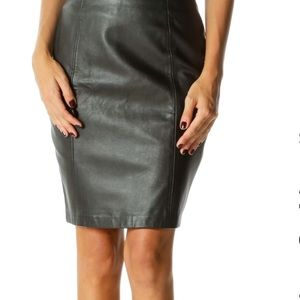 ANDREW MARC of New York black leather skirt 💋